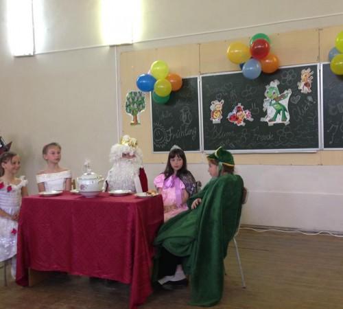 Kinderfest: инсценировка сказки Братьев Гримм,  Серпомолотская школа